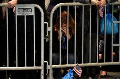La resignación se apoderó del bunker de Hillary a medida que los estados se fueron pintando de rojo. (AFP PHOTO / DON EMMERT)