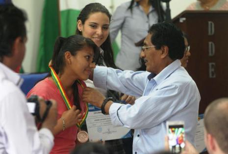Los jóvenes recibieron medallas de oro y de plata, además de diplomas