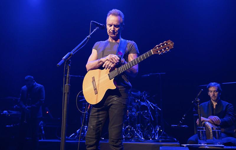 Sting rinde homenaje a las víctimas en la sala de conciertos Bataclan