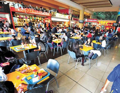 Una vista de la plaza de comidas del MegaCenter, que es muy concurrida en La Paz. Foto: Wara Vargas -  archivo