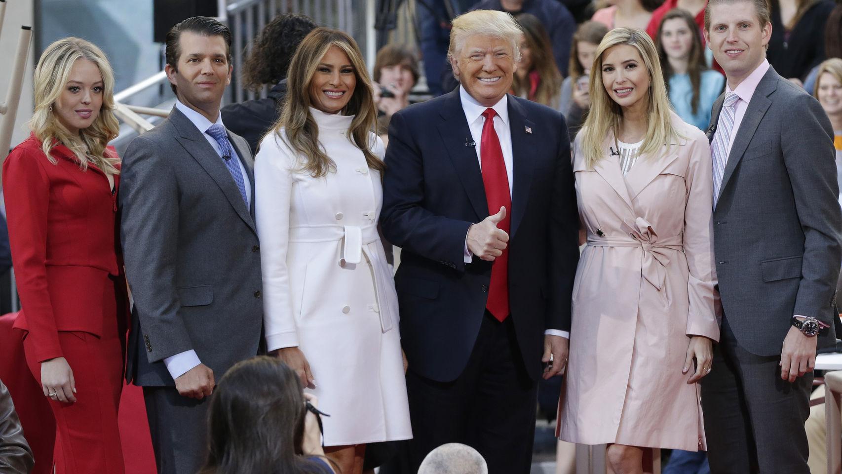 De izquierda a derecha, Tiffany, Donald Trump Jr., Melania, Donald Trump, Ivanka  EricTrump
