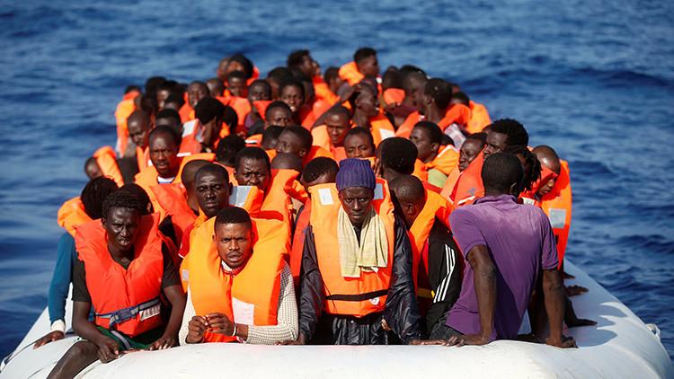 Un grupo de refugiados durante su rescate en el mar Mediterráneo, el 20 de octubre de 2016.