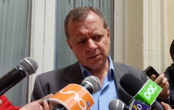 """""""Gringo"""" Gonzales cuestiona """"sueldazo"""" de funcionarios de EPSAS"""