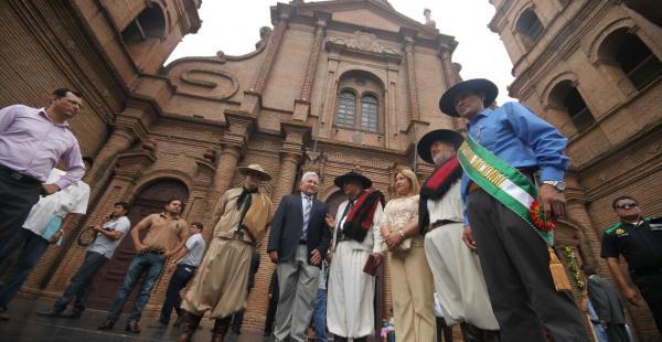 Autoridades de Santa Cruz y sus invitados conmemoraron la gesta libertaria cruceña