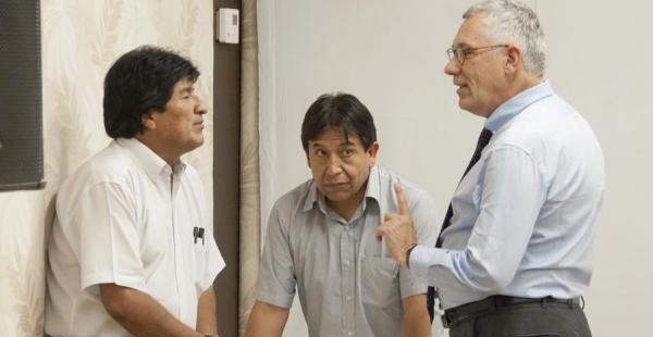 El presidente Evo Morales (izq.), el canciller David Choquehuanca (der.) y el agente boliviano ante la CIJ, Eduardo Rodríguez Veltzé