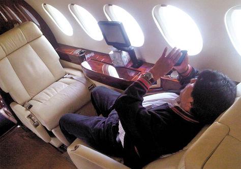 Una imagen de Evo Morales en el avión presidencial.