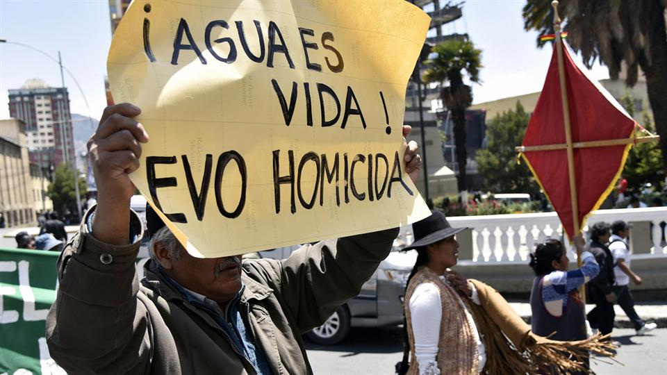 Las protestas se intensifican en La Paz. Foto: AFP / Aizar Ralde