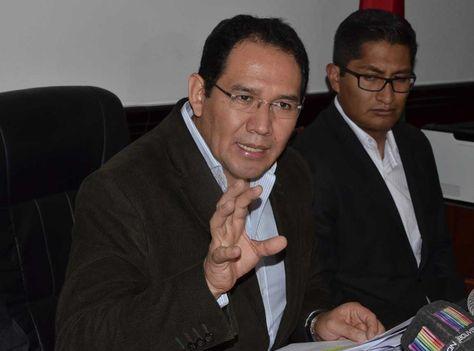 El fiscal general del Estado, Ramiro Guerrero en conferencia de prensa. Foto: ABI