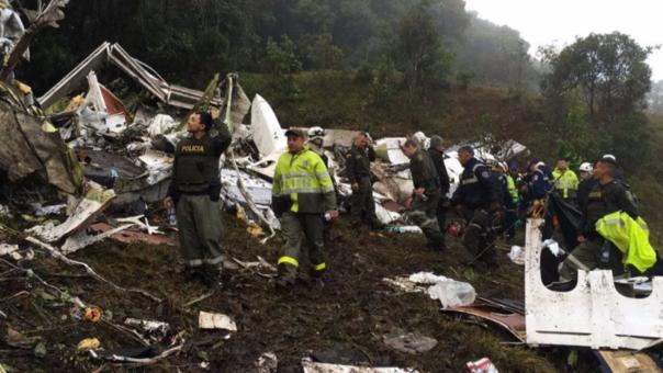 La Policía de Antioquia difundió fotos del lugar del accidente del avión que transportaba al plantel del Chapecoense.