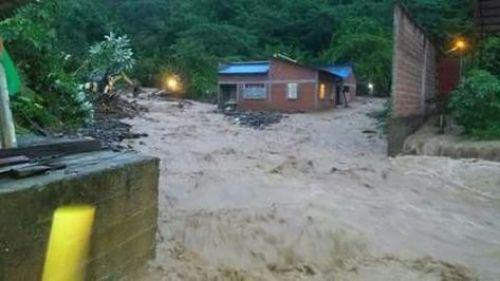 Riada causa inundaciones en Tipuani. Foto: RRSS