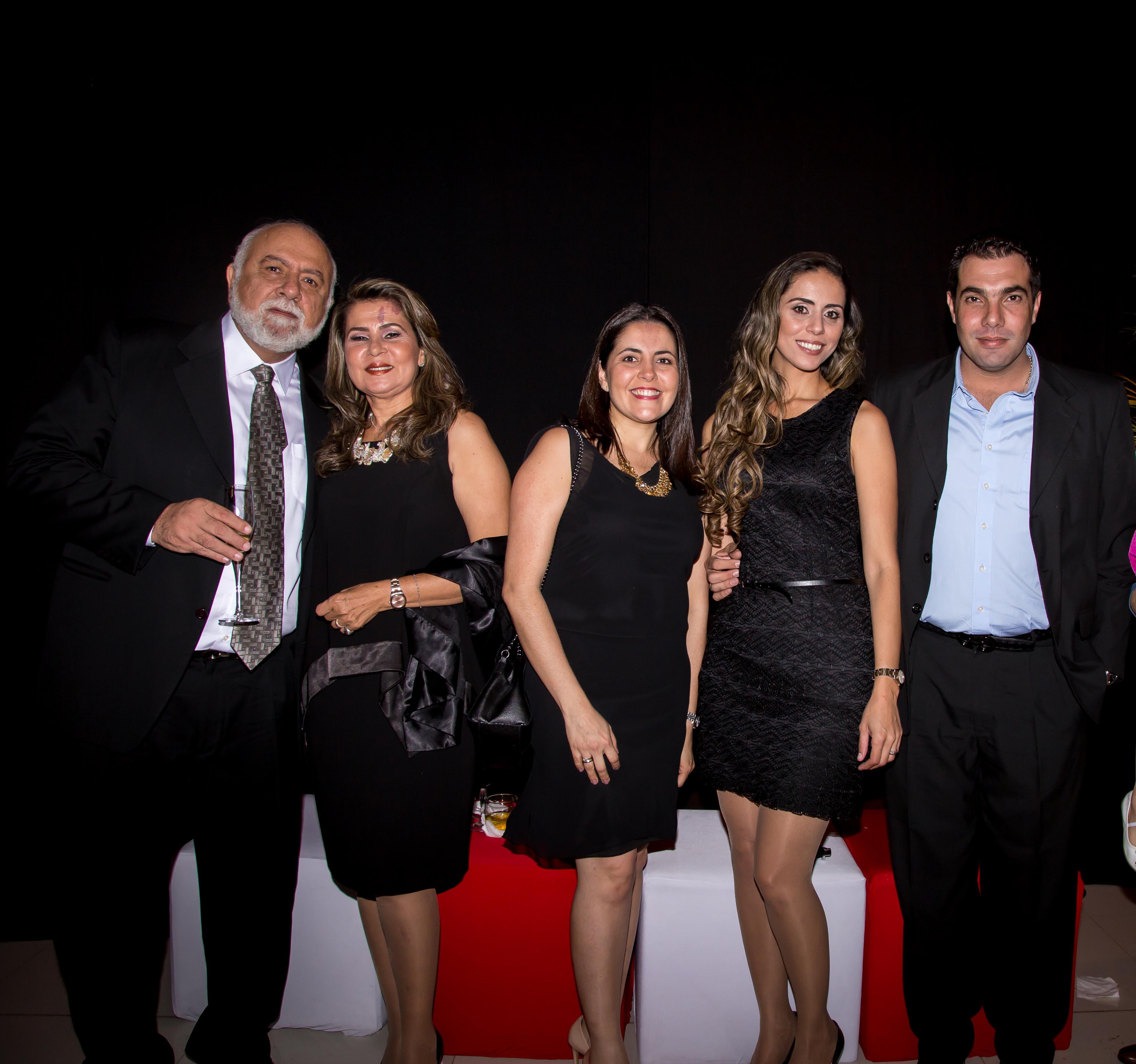 Miguel Majluf, Janiffe Tovías de Majluf, Patricia Marquez, Mayivi Majluf y Javier Salek.