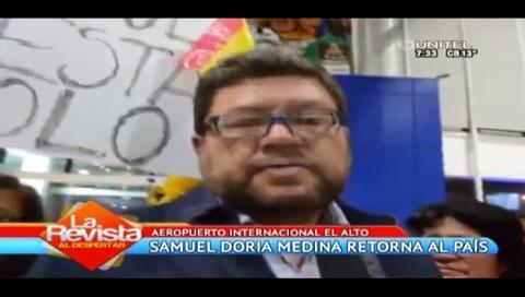 Doria Medina es recibido con carteles y gritos de apoyo a su retorno al país