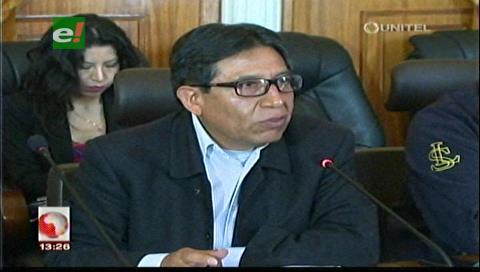 Canciller denuncia abusos contra transportistas en frontera y rechaza versión de chile