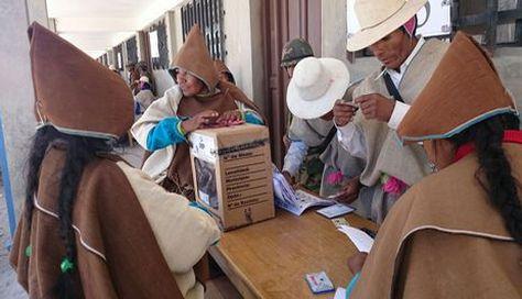 Chipayas en un centro de sufragio en el referéndum de 20 de noviembre. Foto: Juan Mejía