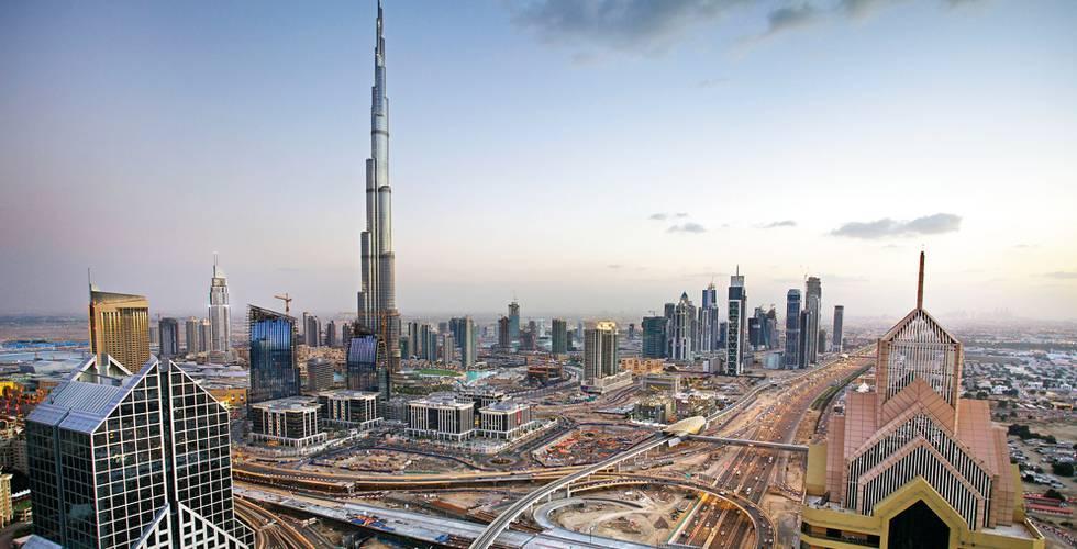Dubai con el edificio Burj Dubai en el centro, el más alto del mundo.