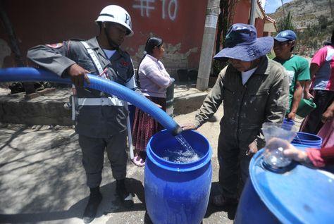 Militares movilizdos para el abastecimiento de agua en La Paz