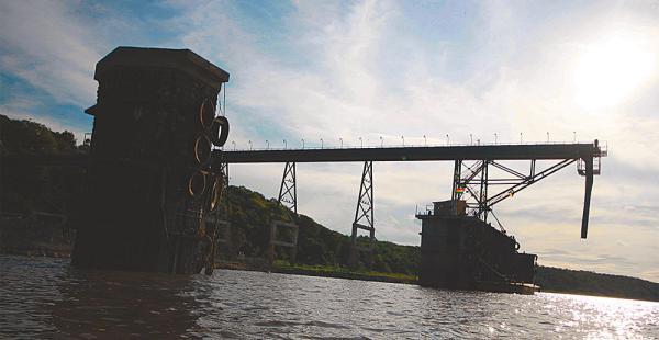 En la plataforma podrán trabajar 10 barcazas con 20.000 toneladas. El lugar impacta a simple vista