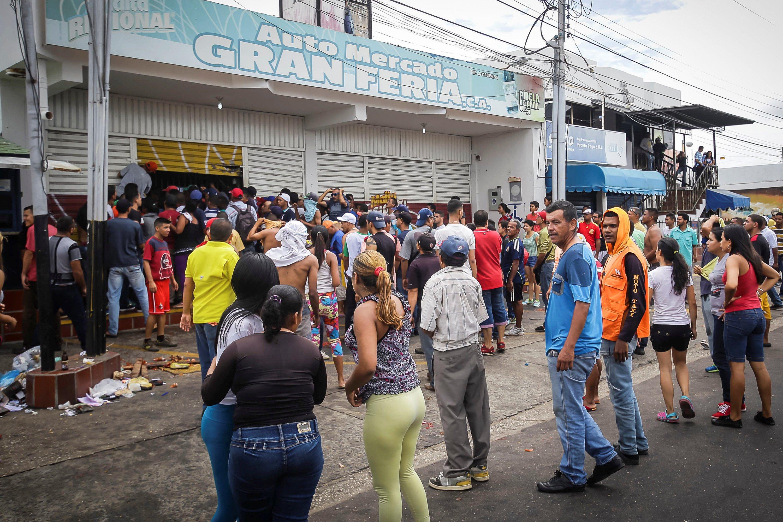Ciudad Bolivar, Venezuela December 17, 2016. REUTERS/William Urdaneta EDITORIAL USE ONLY. NO RESALES. NO ARCHIVE.