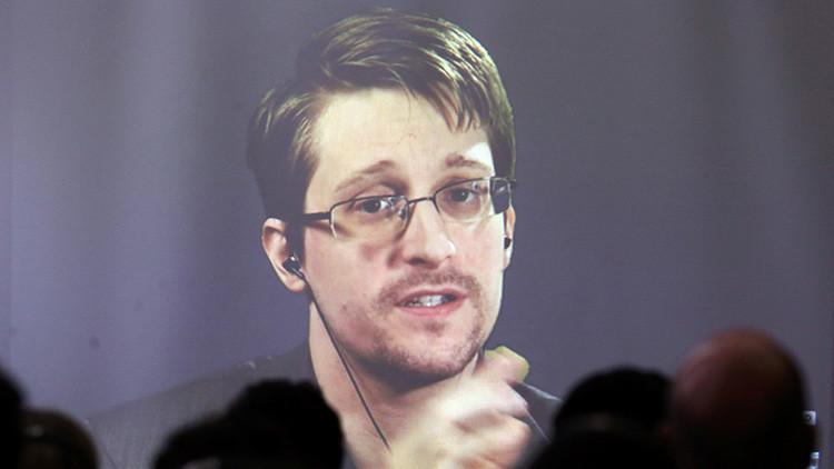Edward Snowden durante una videoconferencia