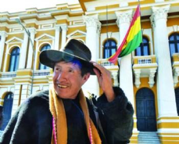 Suspenden por 6 meses y sin salario al diputado Quispe