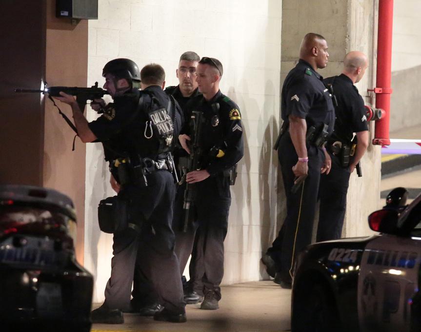 Policías en acción, en Dallas.