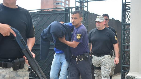 El traslado de Marcos Feruglio tras ser acusado de dos de los cuatro homicidios que conmocionaron Santa Fe. Foto: José Almeida