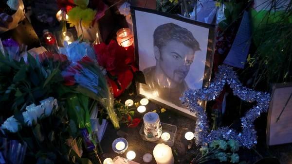 Despedida de fans a George Michael. El músico murió ayer y se suma a una larga lista de famosos que fallecieron en 2016.