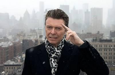 ¿Sabías que David Bowie fue candidato para ser Gandalf en la trilogía El Señor de los Anillos? Su nombre real era David Robert Jones (Londres, 8 de enero de 1947-Nueva York, 10 de enero de 2016), fue un músico y compositor, además de actor, productor discográfico y arreglista.