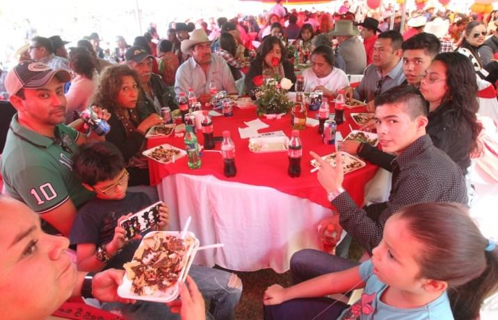 Todo comenzó con un video filmado por Rubí y sus padres invitando a la fiesta (EFE)