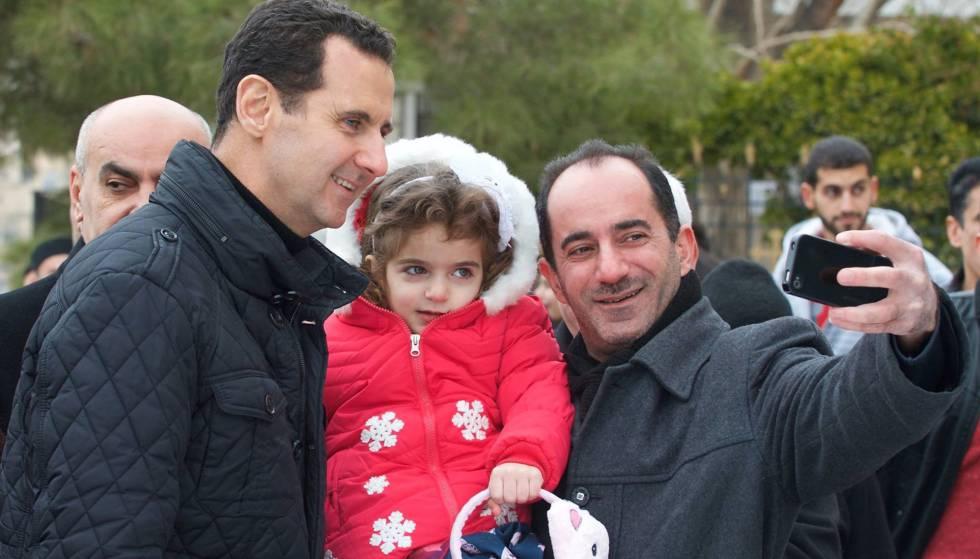 El presidente sirio, Bachar el Asad, durante una visita a una iglesia el día de Navidad.