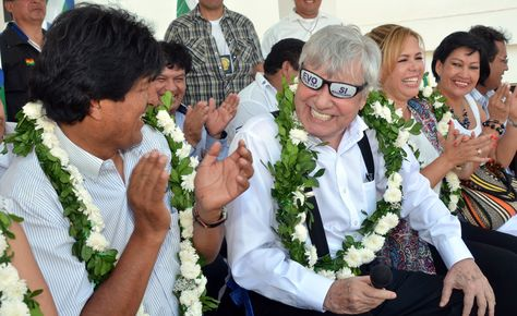 El presidente Evo Morales junto al alcalde de Santa Cruz, Percy Fernández, en un acto de entrega de una unidad educativa en septiembvre de 2015. Foto: ABI