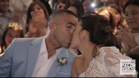 Imágenes inéditas del casamiento de Carlos Tevez: la ceremonia, los momentos más emotivos y el Apache a puro baile