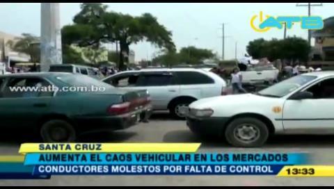 Comercio de Navidad provoca caos vehicular en Santa Cruz