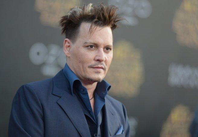 """""""Ser famoso es un poco como vivir siendo un fugitivo. Todo lo que haces tiene que estar planeado. Entrar en un hotel, salir del hotel, ir a un restaurante, salir del restaurante…"""", contó Johnny Depp al programa de televisión 'Today'."""