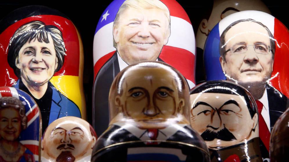 Foto: Matrioskas con las caras de Donald Trump, Angela Merkel, François Hollande y Vladímir Putin, entre otros líderes políticos, en venta en una tienda de Moscú (Reuters)