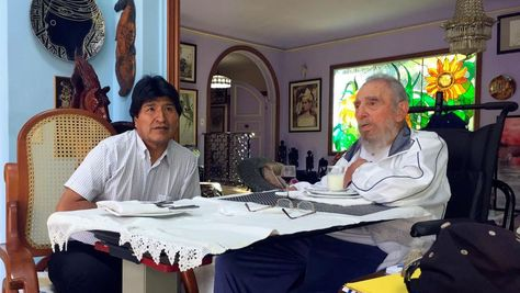 El presidente Evo Morales en una reunión con Fidel Castro