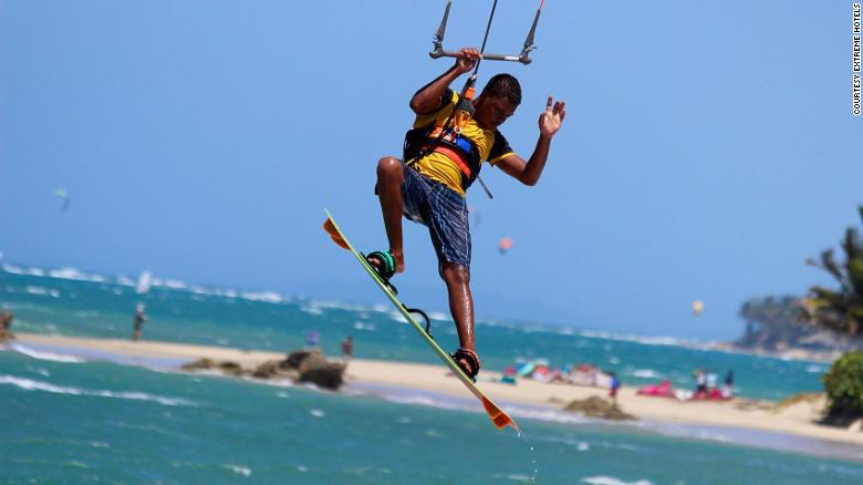 Desde surf de vela hasta entrenamiento de trapecio: el Extreme Hotel logrará que tu 2017 comience volando.