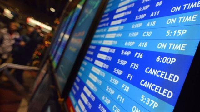 Las cancelaciones de vuelos no solo responden a la ineficacia de las aerolíneas, sino también a las condiciones climáticas, entre otros factores