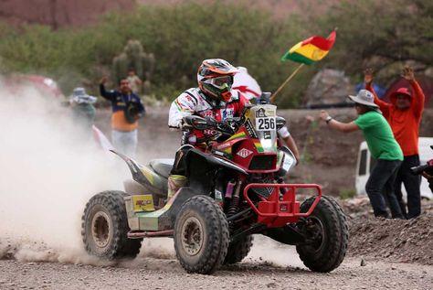 El piloto boliviano Walter Nosiglia participa de la cuarta etapa del Rally Dakar 2017 entre San Salvador de Jujuy en Argentina y Tupiza en Bolivia.