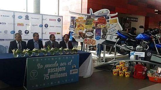 Acto de presentación de los premios para el pasajero 75 millones, que se realizó en la Linea Roja de Mi Teleférico.