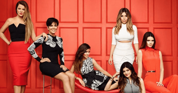 Las 5 hermanas Kardashian junto a su madre Kris Jenner.