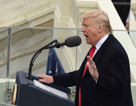 El presidente número 45 de EEUU brinda su primer discurso oficial. Foto: AFP