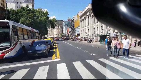 Código rojo: el paramédico que graba las urgencias desde su ambulancia en Buenos Aires