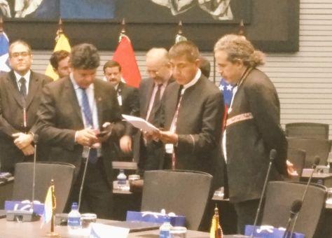 El canciller Fernando Huanacuni (cen) junto con el vicecanciller Juan Carlos Alurralde (der) y el representante del país ante Unasur, Rubén Saavedra.