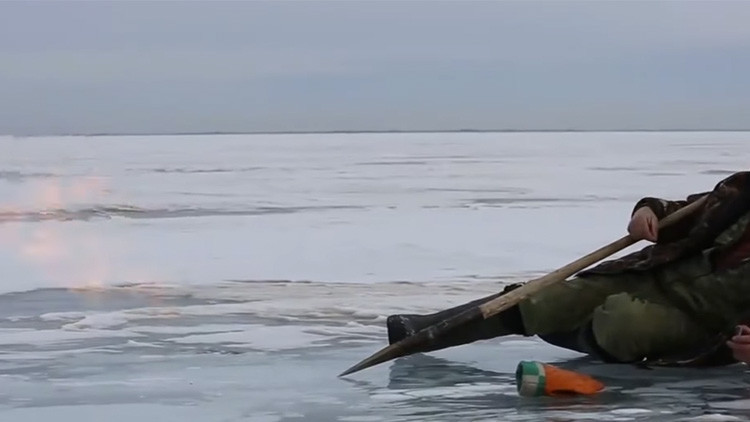 'Hielo y fuego': Avistan un curioso fenómeno natural en pleno lago Baikal (VIDEO)