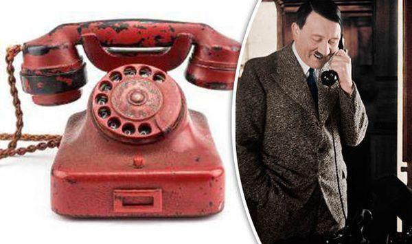 El oficial británico Ralph Rayner recuperó el teléfono del bunker de Hitler mientras visitaba Berlín por órdenes del mariscal de campo Bernard Montgomery unos días después del final de la guerra