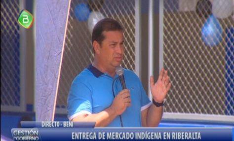 El gobernador de Beni, Álex Ferrier, en la entrega de un mercado en la localidad de Riberalta.