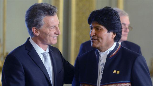 El saludo de Macri con Evo Morales, presidente de Bolivia