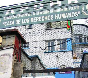 Mineros toman APDHB por 5 horas y piden sacar a Carvajal