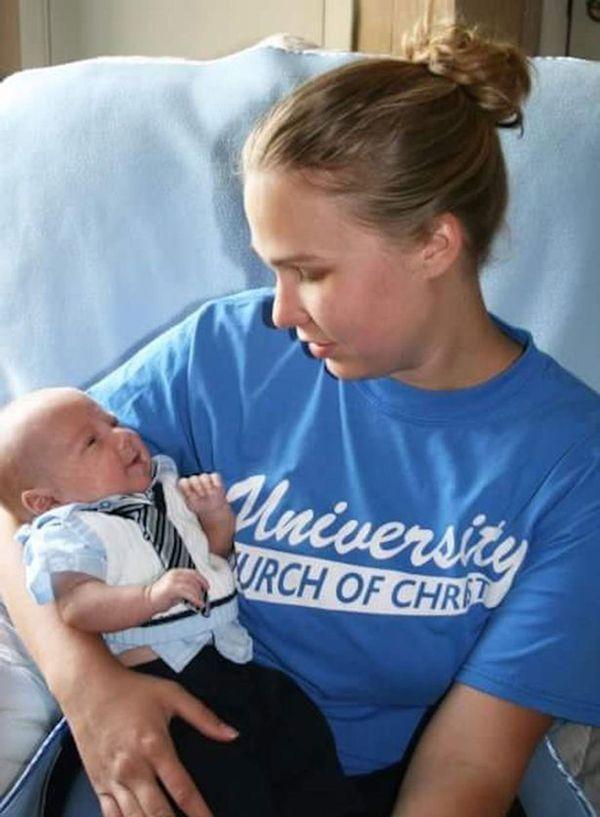 Brooke con Walker, poco después de su nacimiento el 6 de marzo de 2007